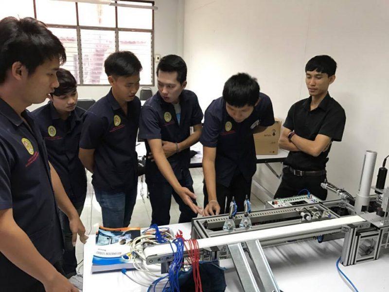 นักศึกษาสาขาวิศวกรรมการผลิตเข้าอบรมการใช้งาน PLC